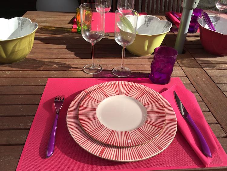 Verre assiette couverts s 39 offrir une belle table pour - Place du verre a eau sur une table ...