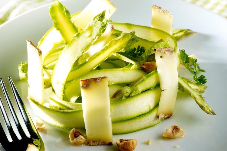 Recette tagliatelles d asperges vertes et tome des bauges - Recette asperge verte poelee ...